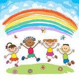 Los niños que saltan con alegría en una colina debajo del arco iris, historieta colorida stock de ilustración