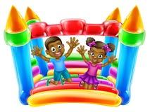 Los niños que saltan en castillo animoso Imagen de archivo libre de regalías