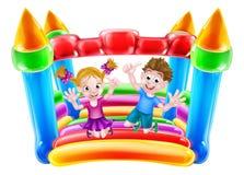 Los niños que saltan en castillo inflable stock de ilustración