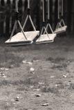 Los niños vacíos balancean en el parque Fotografía de archivo libre de regalías