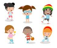 Los niños y el deporte, niños que juegan diversos deportes en el fondo blanco, historieta embroma los deportes, funcionamiento, f libre illustration