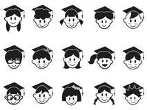 Los niños hacen frente con los iconos del casquillo de la graduación Imagen de archivo