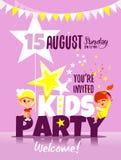 Los niños van de fiesta la plantilla de la invitación con los niños felices que celebran Imagen de archivo libre de regalías