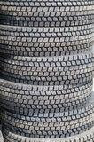 Los nuevos neumáticos del camión apilan para arriba Imágenes de archivo libres de regalías