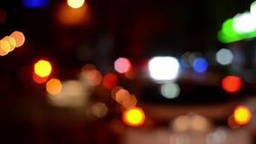 Los oficiales de policía de tráfico trabajan en la calle Policía en el trabajo Flash de las luces de emergencia de la policía en  metrajes