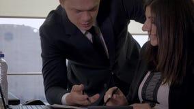 Los oficinistas creativos dicen las ideas del negocio para un inicio metrajes