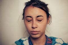 Los ojos de las mujeres enfermas foto de archivo
