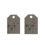 Los osos con los corazones en etiqueta, pocos osos marcan con etiqueta, etiqueta del día de tarjetas del día de San Valentín Imagenes de archivo