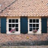 Los Países Bajos: una casa en un viejo estilo holandés tradicional Fotos de archivo