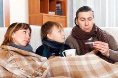 Los padres con el hijo adolescente están enfermos Imagen de archivo