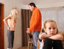 Los padres juran, y los niños sufren Foto de archivo libre de regalías