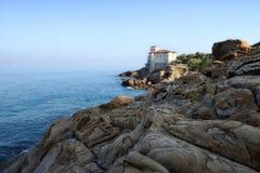 Los paisajes marinos toscanos, paraíso están después XV Foto de archivo