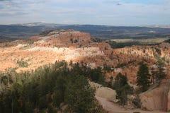 Los paisajes ponen en contraste a Bryce Canyon imagenes de archivo