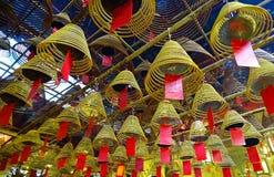 Los palillos del incienso queman en el hombre Mo Temple en Sheung Wan Hong Kong Imágenes de archivo libres de regalías
