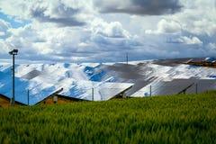 Los paneles de baterías solares Imágenes de archivo libres de regalías