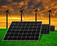 Los paneles de energía solar con las turbinas de viento Fotos de archivo libres de regalías