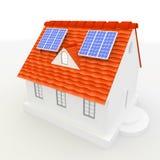 Los paneles de energía solar en una azotea de la casa. Imágenes de archivo libres de regalías