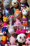 Los paneles de los juguetes hechos punto de caracteres familiares imagen de archivo libre de regalías