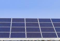 Los paneles de la energía solar, los módulos fotovoltaicos para la innovación ponen verde e Fotos de archivo