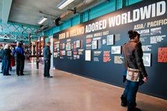 Los paneles de la historia de Guinness en almacén foto de archivo