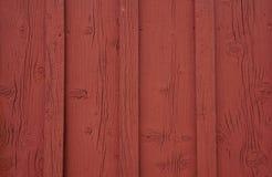 Los paneles de madera viejos rojos Imagenes de archivo