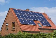 Los paneles favorables al medio ambiente, solares. Fotografía de archivo
