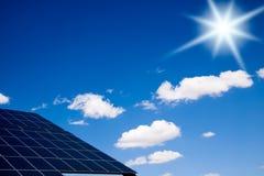Los paneles fotovoltaicos Foto de archivo