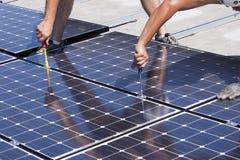 Los paneles fotovoltaicos Imagenes de archivo