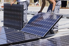 Los paneles fotovoltaicos Imagen de archivo libre de regalías