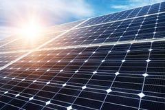 Los paneles fotovoltaicos Imágenes de archivo libres de regalías