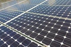 Los paneles fotovoltaicos solares grandes Imagen de archivo