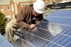 Los paneles solares de conexión Fotografía de archivo libre de regalías