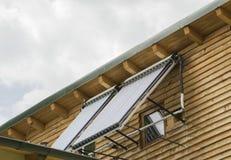 Los paneles solares de la calefacción por agua Fotografía de archivo libre de regalías