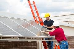 Los paneles solares económicos de energía Imagen de archivo libre de regalías