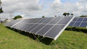 Los paneles solares en campo Fotos de archivo libres de regalías