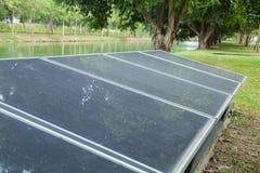 Los paneles solares en el parque Fotos de archivo
