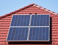 Los paneles solares en la azotea Foto de archivo libre de regalías