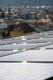 Los paneles solares en la azotea. Fotografía de archivo