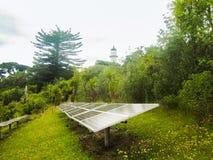Los paneles solares en la isla de Tiritiri Matangi, nuevo Zeland Fotos de archivo
