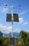 Los paneles solares en las montañas italianas fotos de archivo libres de regalías