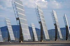 Los paneles solares fotovoltaicos de ARCO en Hesperia, CA Imagen de archivo