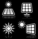 Los paneles solares, los iconos de energía solar fijaron en negro Imágenes de archivo libres de regalías