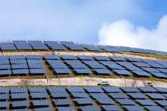 Los paneles solares parquean en la isla portuguesa Madeira Fotografía de archivo