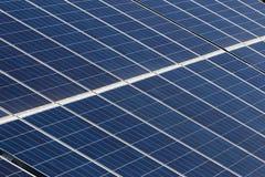 Los paneles solares y energía renovable Imagen de archivo libre de regalías