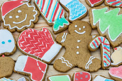 Los panes de jengibre se adornan por el Año Nuevo y la Navidad se puede utilizar como tarjeta Fotos de archivo