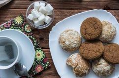 Los panes de jengibre y las galletas dulces de la avena Foto de archivo libre de regalías