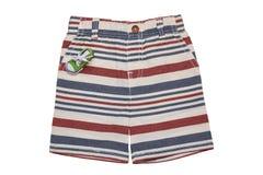 Los pantalones cortos aislaron Pantalones rayados elegantes cortos de una mezclilla del verano aislados en un fondo blanco Moda d foto de archivo