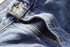 Los pantalones vaqueros desabrochados vuelan Fotografía de archivo libre de regalías