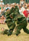 Los paracaidistas demuestran artes marciales Imágenes de archivo libres de regalías
