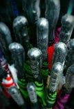 Los paraguas para la venta, mojaron en la lluvia Fotografía de archivo libre de regalías